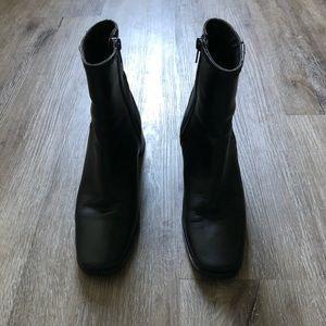 Sesto Meucci black leather ankle boots size 5.5
